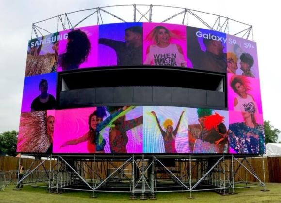 Outdoor Samsung live bilboard