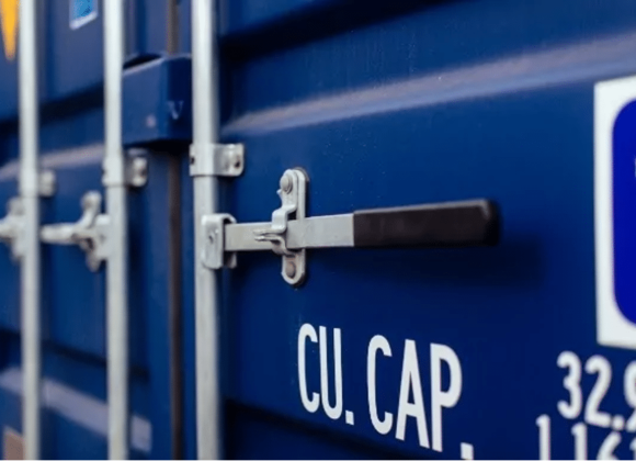 close up container lock
